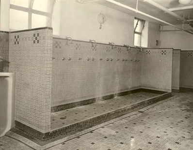 Old_Gym_WJ_1938_shower_area-498x388