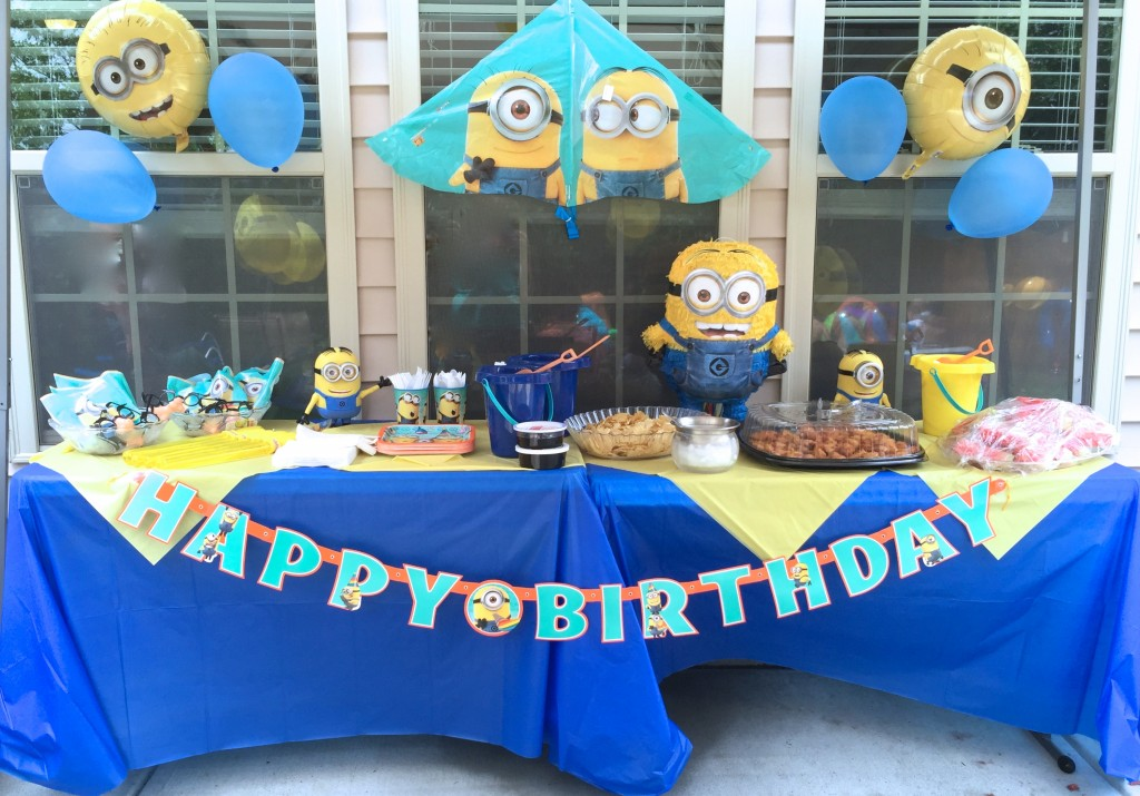 how to have a minions themed birthday bash. Black Bedroom Furniture Sets. Home Design Ideas